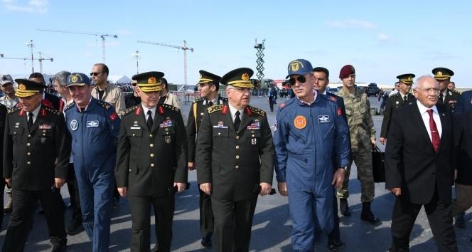 Milli Savunma Bakanı Akar TEKNOFEST'i ziyaret etti
