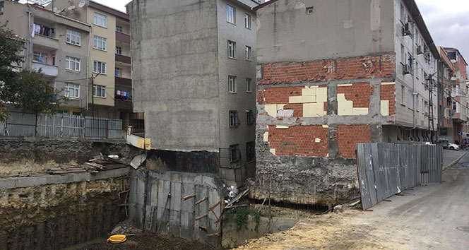 Bağcılar'da çökme riski bulunan binada yaşayanlar tahliye edildi