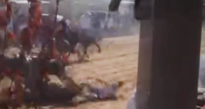 Bu defa atlar çarpıştı