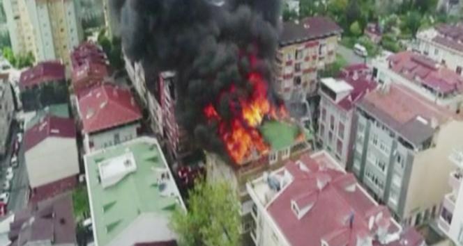 Halkalı'da alev alev yanan bina havadan görüntülendi