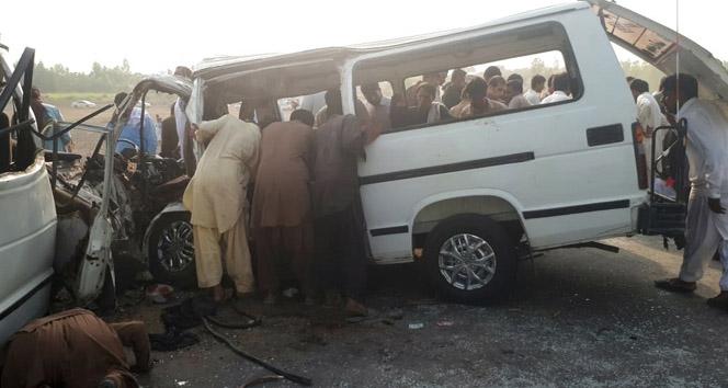 Pakistan'da trafik kazası: 7 ölü, 10 yaralı