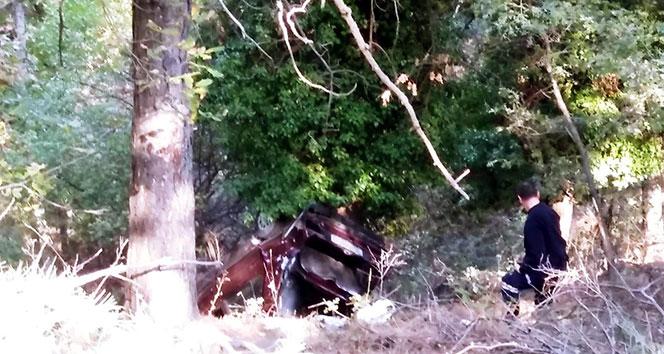 Manisa'da otomobil 30 metrelik uçuruma yuvarlandı