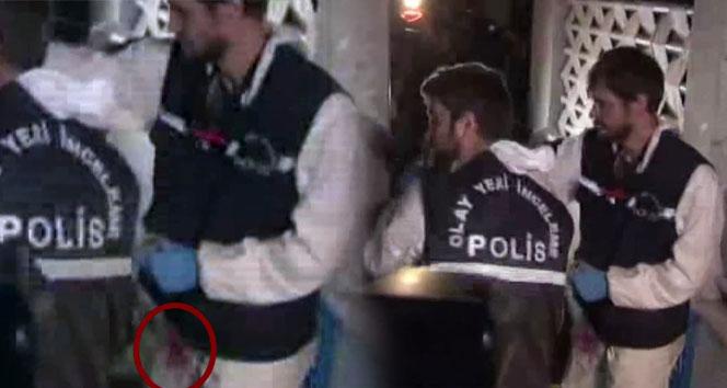 Konsolosluktan çıkan polisin üzerindeki kırmızı lekeler dikkat çekti