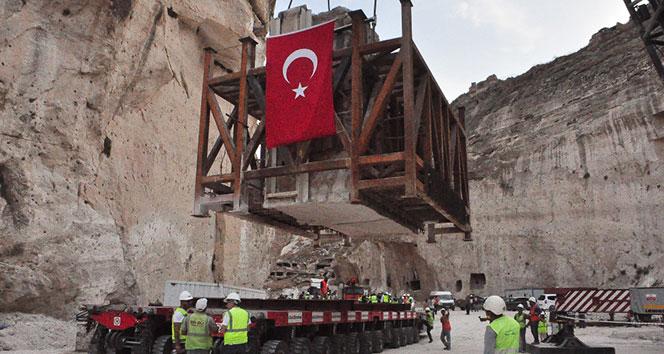 600 yıllık Hasankeyf kale kapısı taşındı