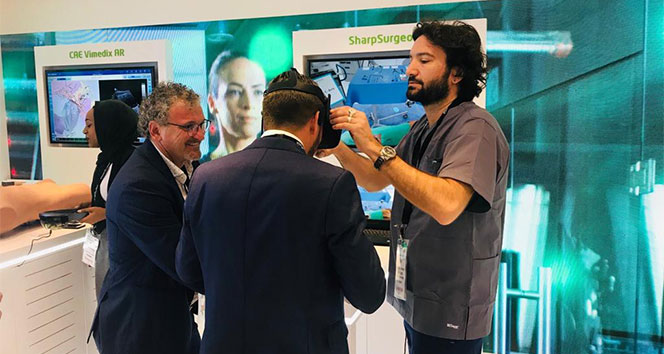 Türk cerrahın geliştirdiği omurga cerrahi simülasyonu Dubai'de ilgi gördü