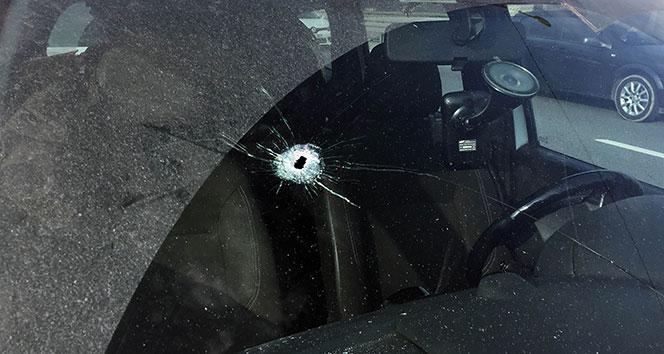 Kağıthane'de seyir halindeki otomobilin sürücüsüne mermi isabet etti