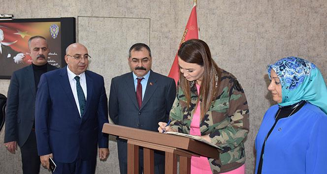 Azerbaycan Milletvekili Paşayeva: 'Güçlü olmak için birlik olmalıyız'