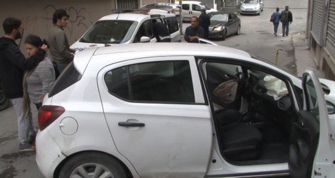 Şişli'de aracıyla duvara çarpan sürücü şok yaşadı