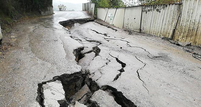 Zonguldak'ta mahalle yolu çöktü