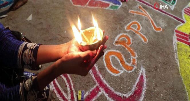 Diwali Festivali renkli görüntüler oluşturdu