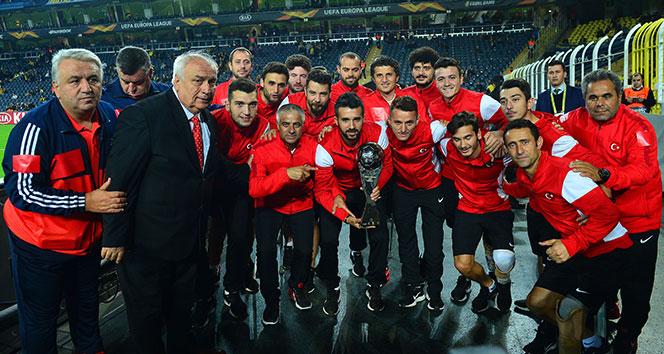 Kadıköy'de Ampute Milli Takımı'na ödül verildi