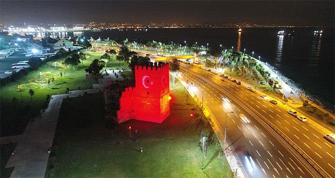 İstanbul'un ışıklandırılan tarihi yapıları havadan görüntülendi