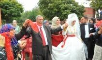24'üncü çocuğunu böyle evlendirdi!