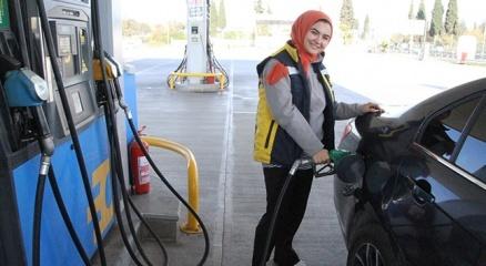 Evlilik programlarıyla tanınan Hanife, petrol istasyonunda işe başladı