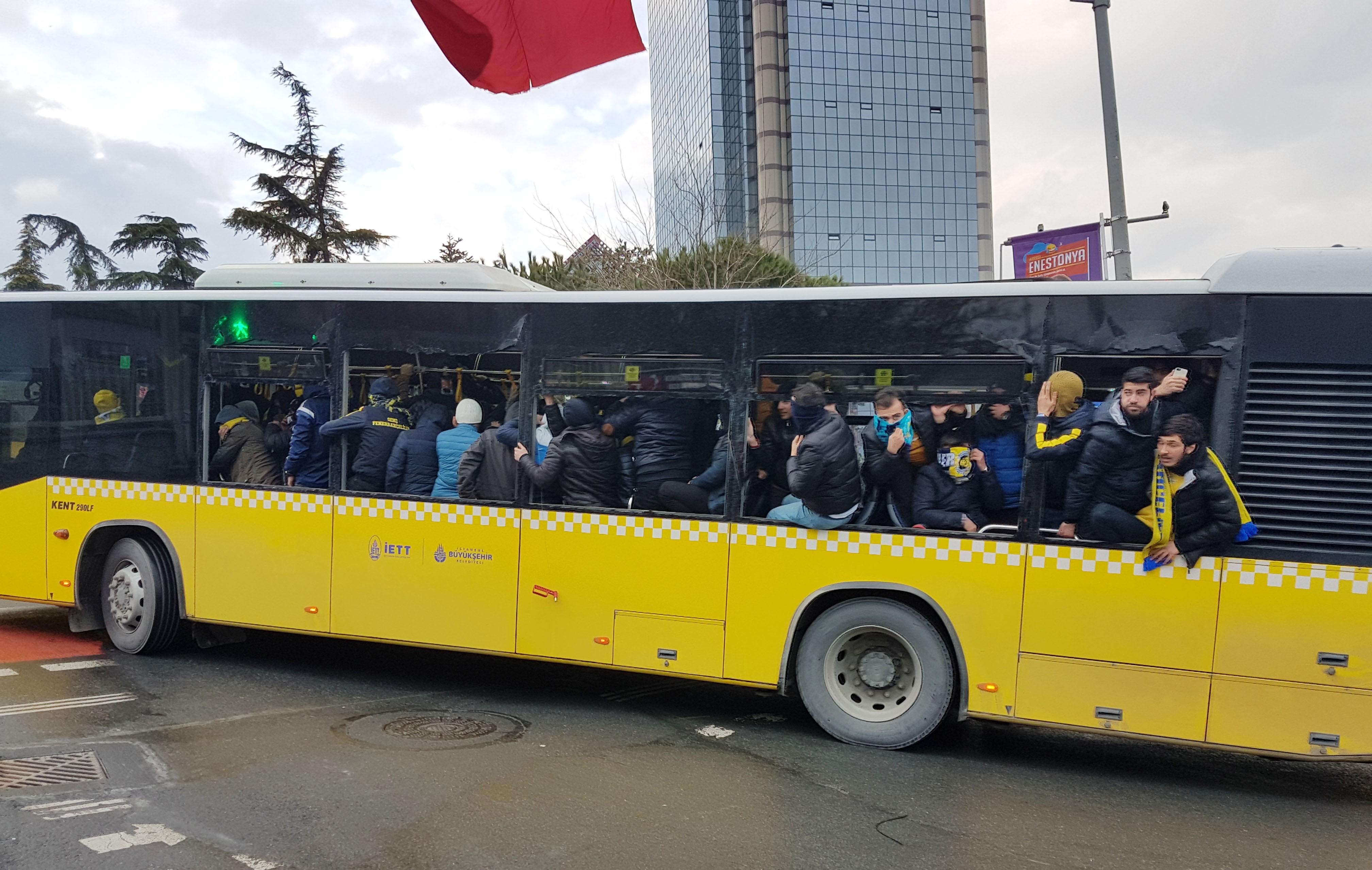 Beşiktaş Fenerbahçe maçında Kavga! Dusco Tosic Van Persie kavga etti