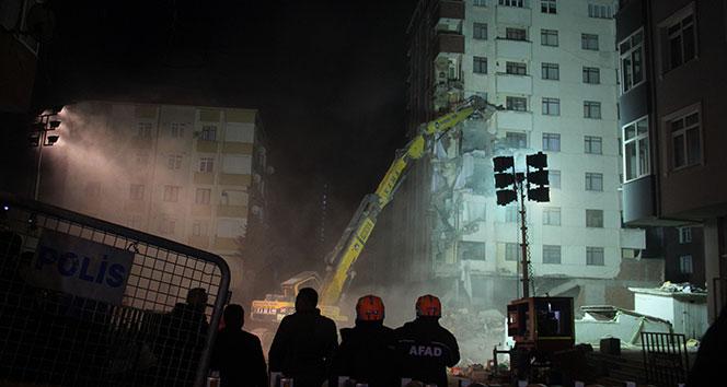 Kartal'da yıkılan binanın yanındaki binada yıkıma başlandı ile ilgili görsel sonucu