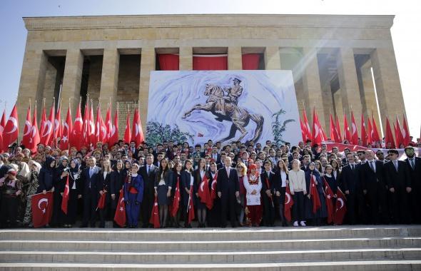 Yurt genelinden Atatürk'ü anma, Gençlik ve Spor bayramı manzaraları