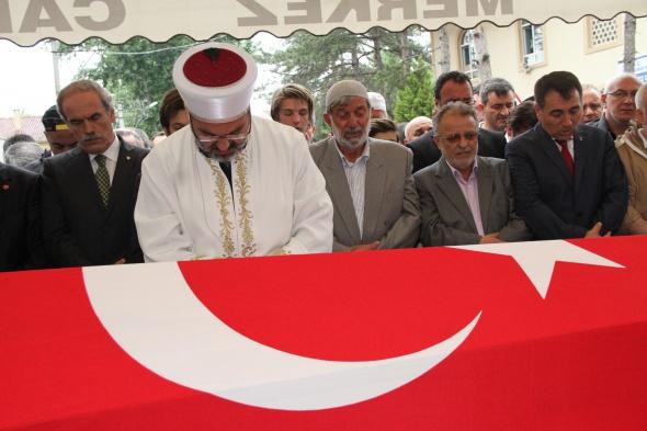 Şehit başkan gözyaşlarıyla son yolculuğuna uğurlandı