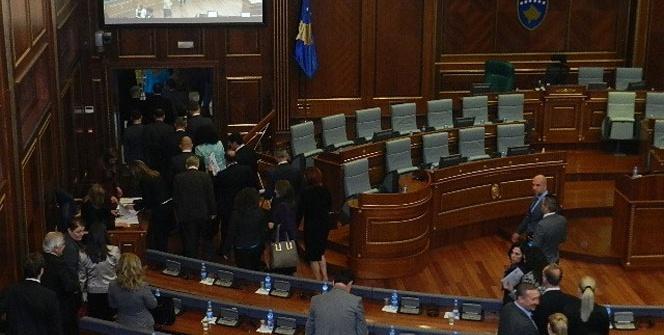 Kosova Meclisi Savaş Suçları Mahkemesi'ni kuramadı