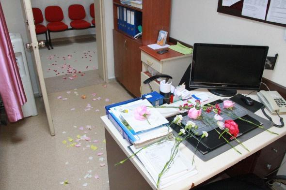 Sağlık çalışanları öldürülen meslektaşları için iş bıraktı