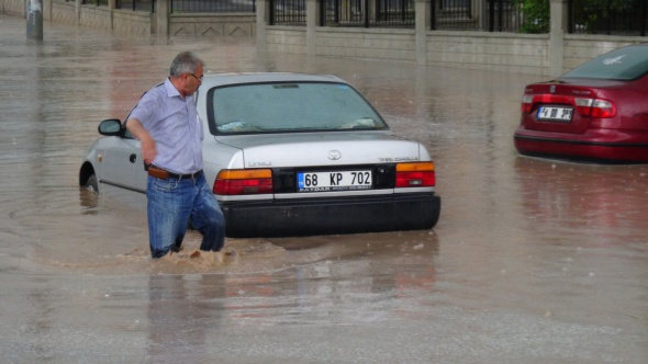 Aksaray'ı sel vurdu
