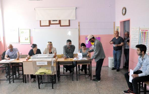 Türkiye genelinde oy verme işlemi başladı