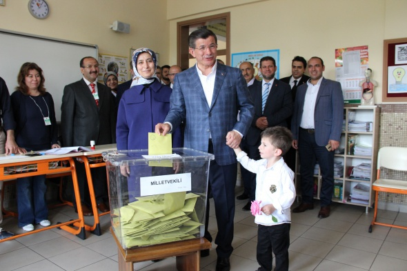 Başbakan Ahmet Davutoğlu, memleketinde oy kullandı