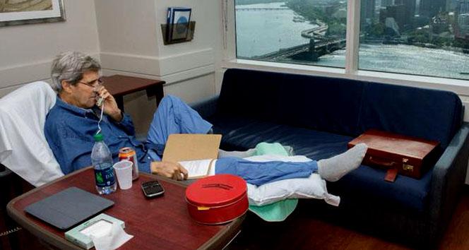 Bacağı kırılan John Kerry'den ilk fotoğrafABD Dışişleri Bakanı John Kerry,nükleer program
