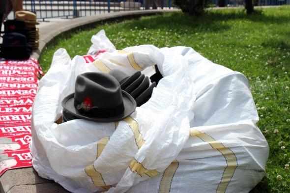 Demirel'in fötr şapkası seyyar satıcının işine yaradı
