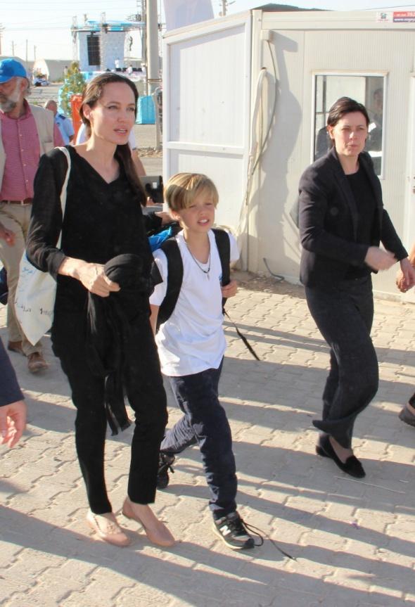 Angelina Jolie mülteci kampını gezdi
