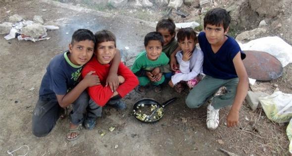 9 kişilik ailenin tek göz barakada yaşam mücadelesi