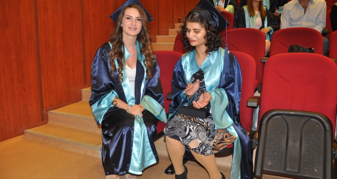 Görme engelli Ümran, üniversiteyi ikinci bitirdiege üniversitesi,ümran sevinç