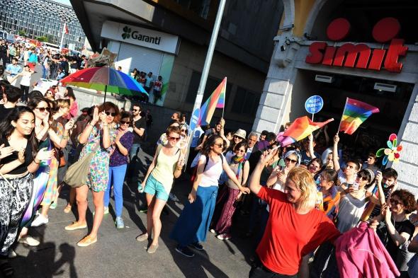 LGBT üyelerine müdahale
