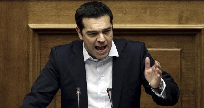 Çipras'tan geri adım: Kreditörlerin teklifini kabul edecekAlexis Çipras,Financial Times,Yunanistan Başbakanı