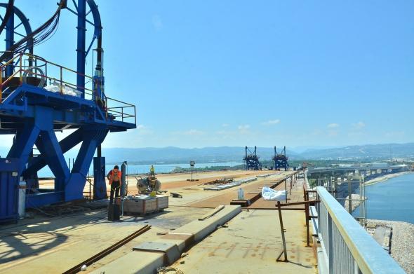 Körfez Geçiş Köprüsü'nde en ağır parçanın montajı tamamlandı