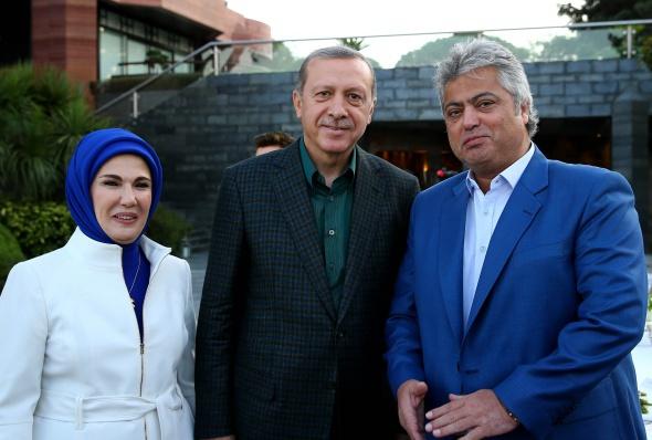 Cumhurbaşkanı iftar verdi, Mustafa Ceceli ezanı okudu