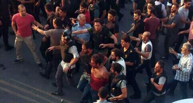 Gazi Mahallesi'nde polise silahlı saldırı: 1 polis şehit