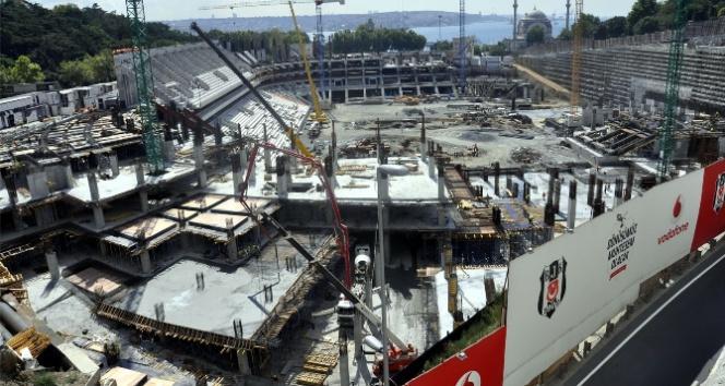 Vodafone Arena'da iskele çöktü: 2 yaralı