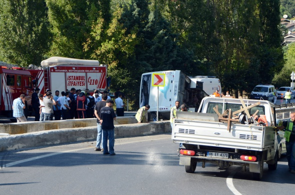 Minibüs devrildi: 1 ölü, 12 yaralı