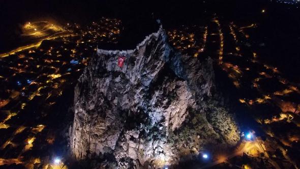 AKUT, Karahisar Kalesi'ne dev Türk Bayrağı astı!