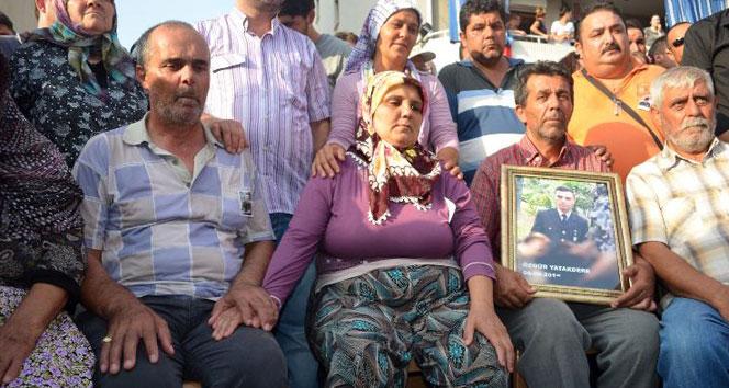 Acılı anne baba şehit evlatlarını el ele bekledilerdağlıca,hakkari,Özgür Yatakdere