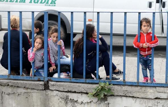 Otogarda sığınmacı izdihamı