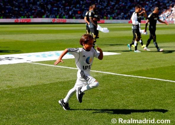 Ronaldo sahaya Suriyeli mülteciyle çıktı