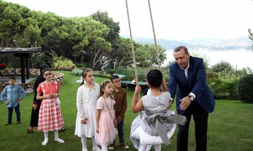 Erdoğan, çocuklarla bayramlaştı
