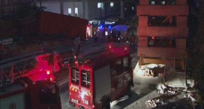 Mecidiyeköy'de inşaat asansörü zemine çakıldı