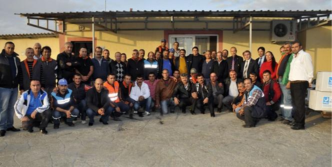 Başkan Serkan Acar'dan temizlik personeline kışlık kıyafet
