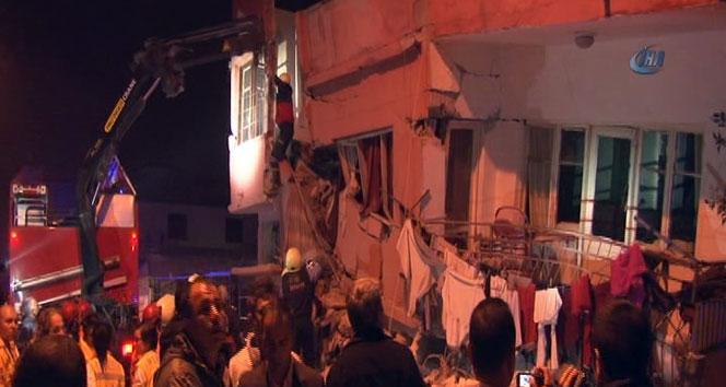 Mersin'de 2 katlı bina çöktü: 5 yaralı