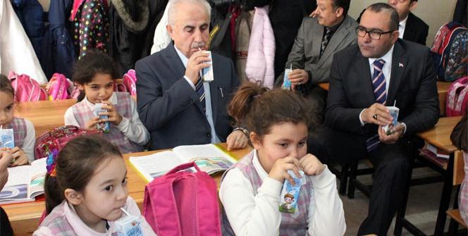 Edirne'de okullarda süt dağıtımı başladı