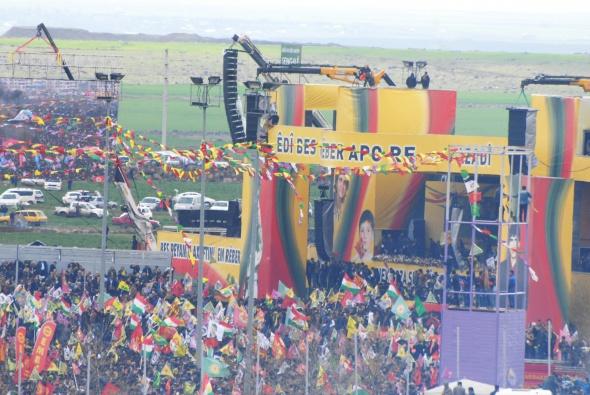 Vatandaşlar tarihi Nevruz'a akın ediyor