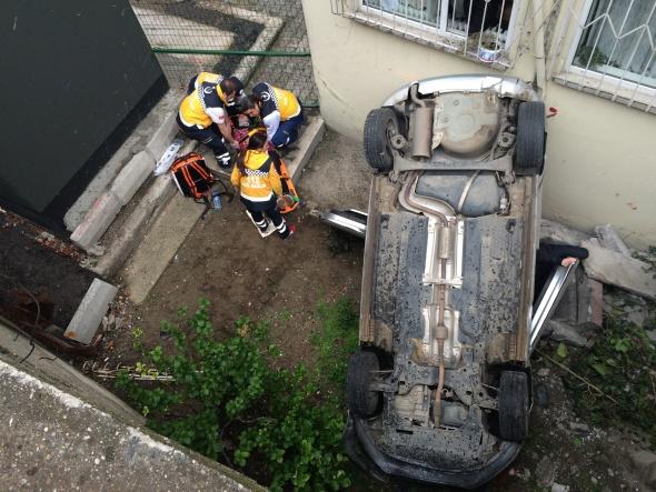 6 metre yükseklikten apartmanın bahçesine uçtu
